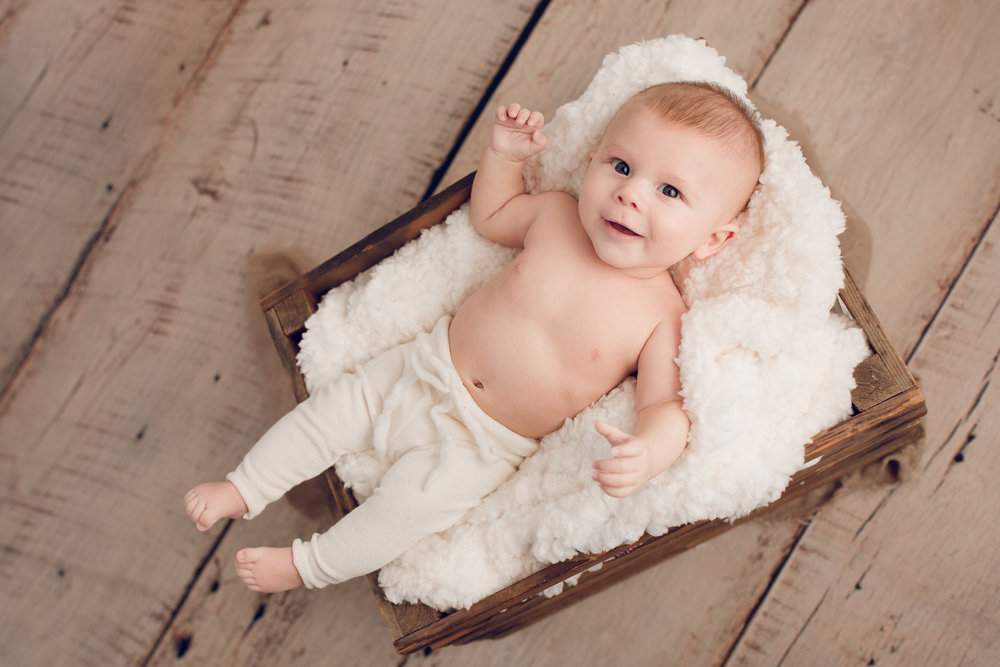 Columbus Baby Photography - Baby Photo in Crate - Sarah Cropper Photography