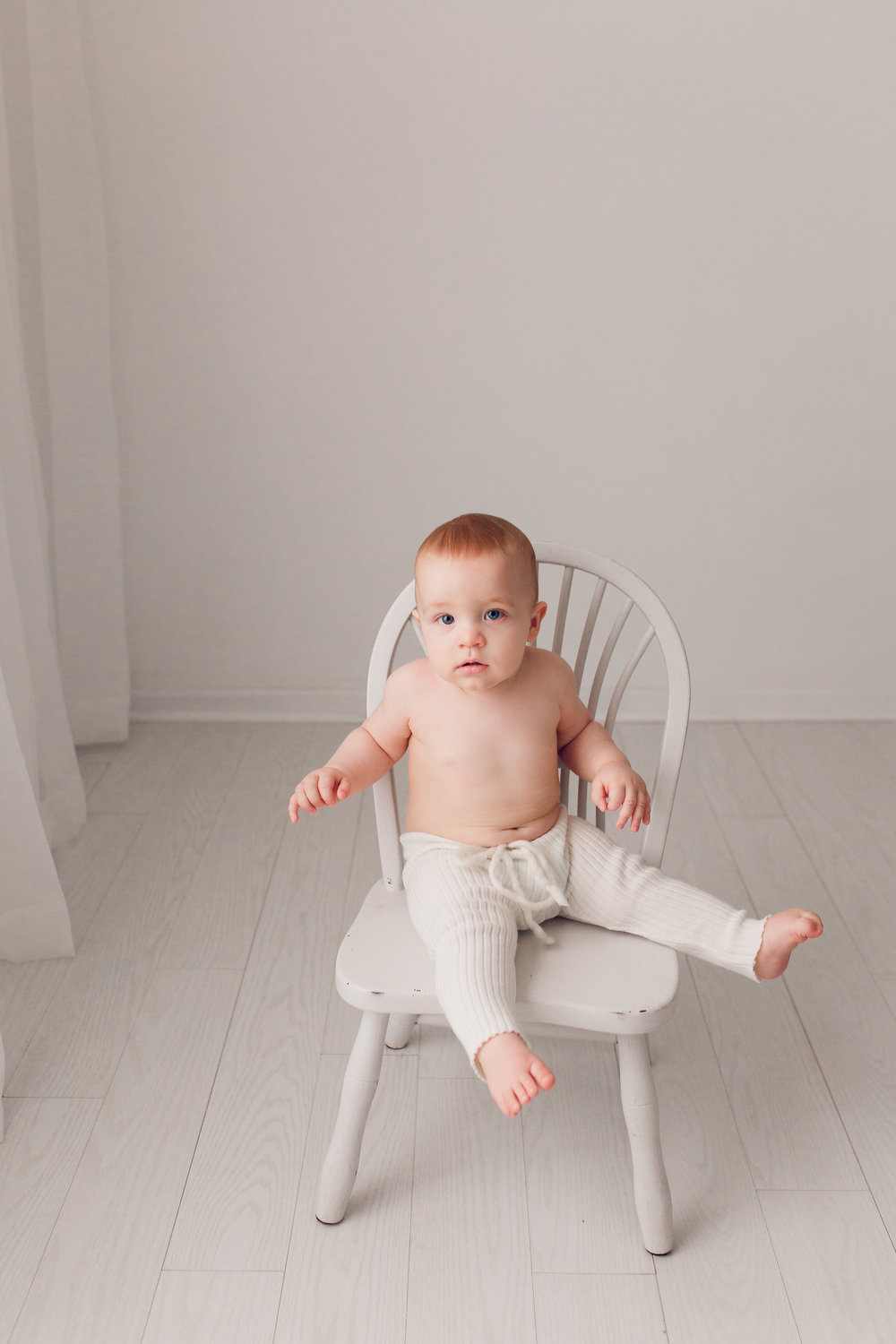 Sarah Cropper Photography - Baby Photo in Chair - Columbus Baby Photographer