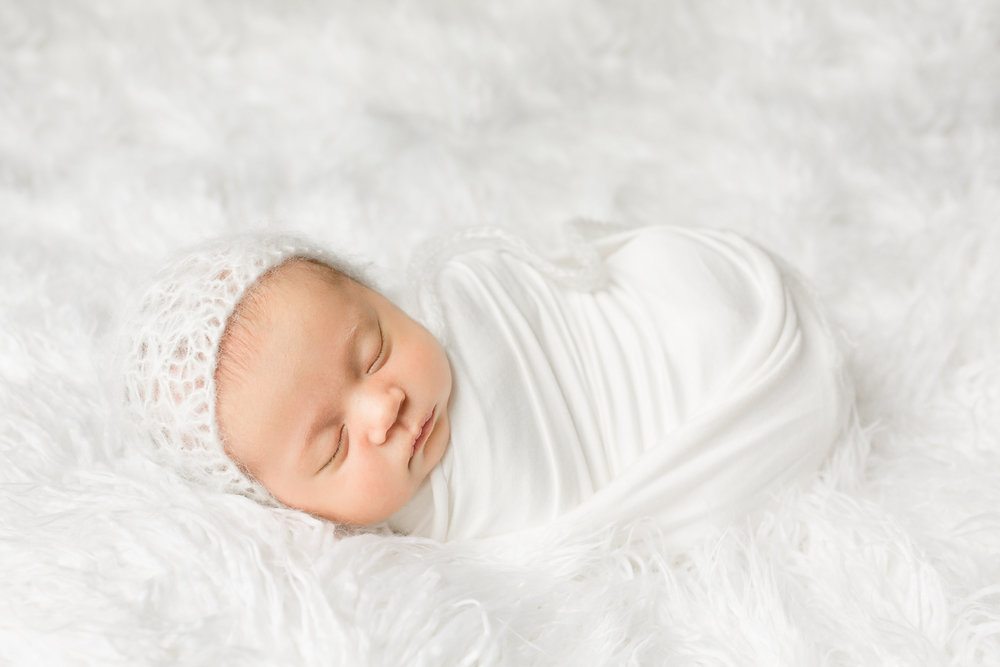 all-white-newborn-photo-columbus-ohio-newborn-photographer