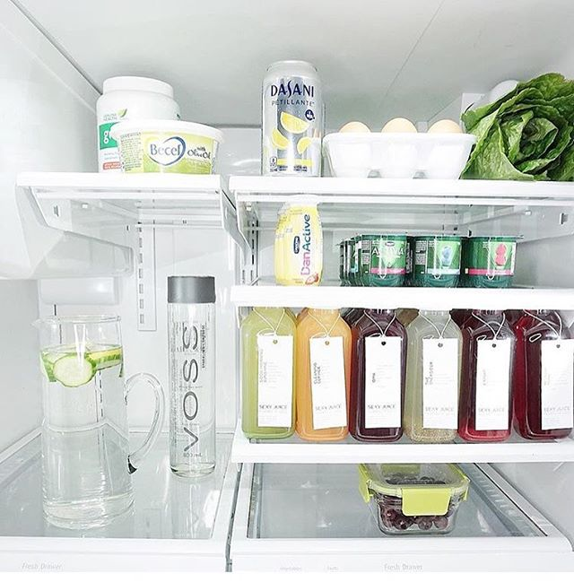 Serious fridge goals 😍 📷 :: @chicstyleliving . . #yvrjuice #vancouverjuice #drinkyourveggies #healthyissexy #vancouverblogger #plantbasedvancouver #vancouvervegan