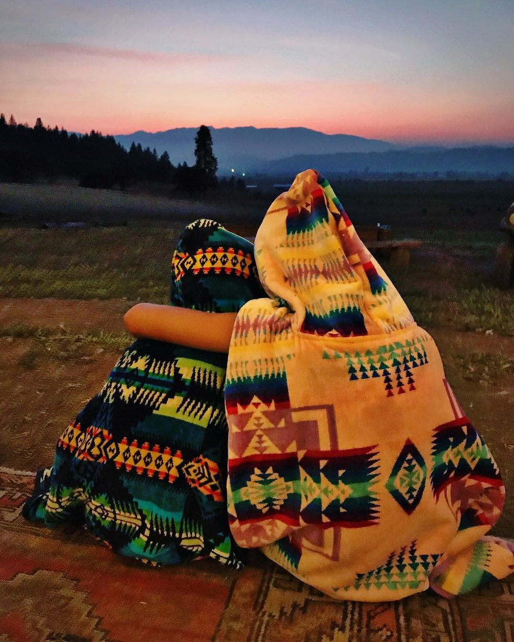 Sunday night twilight showers at camp for these sisters with their favorite hoodie towels and the last few minutes of pink sky sunset. ✨%0A#campfivemarys #sisterhood #tinyandJJ #pendleton #pendletontowels #m5favorites #tinytess #ohjjstyle.jpg