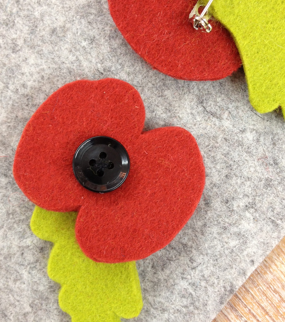 Handmade wool felt poppy brooch.