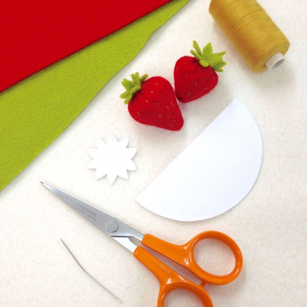 Felt strawberry photo tutorial | materials | by Laura Mirjami | Mirjami Design.