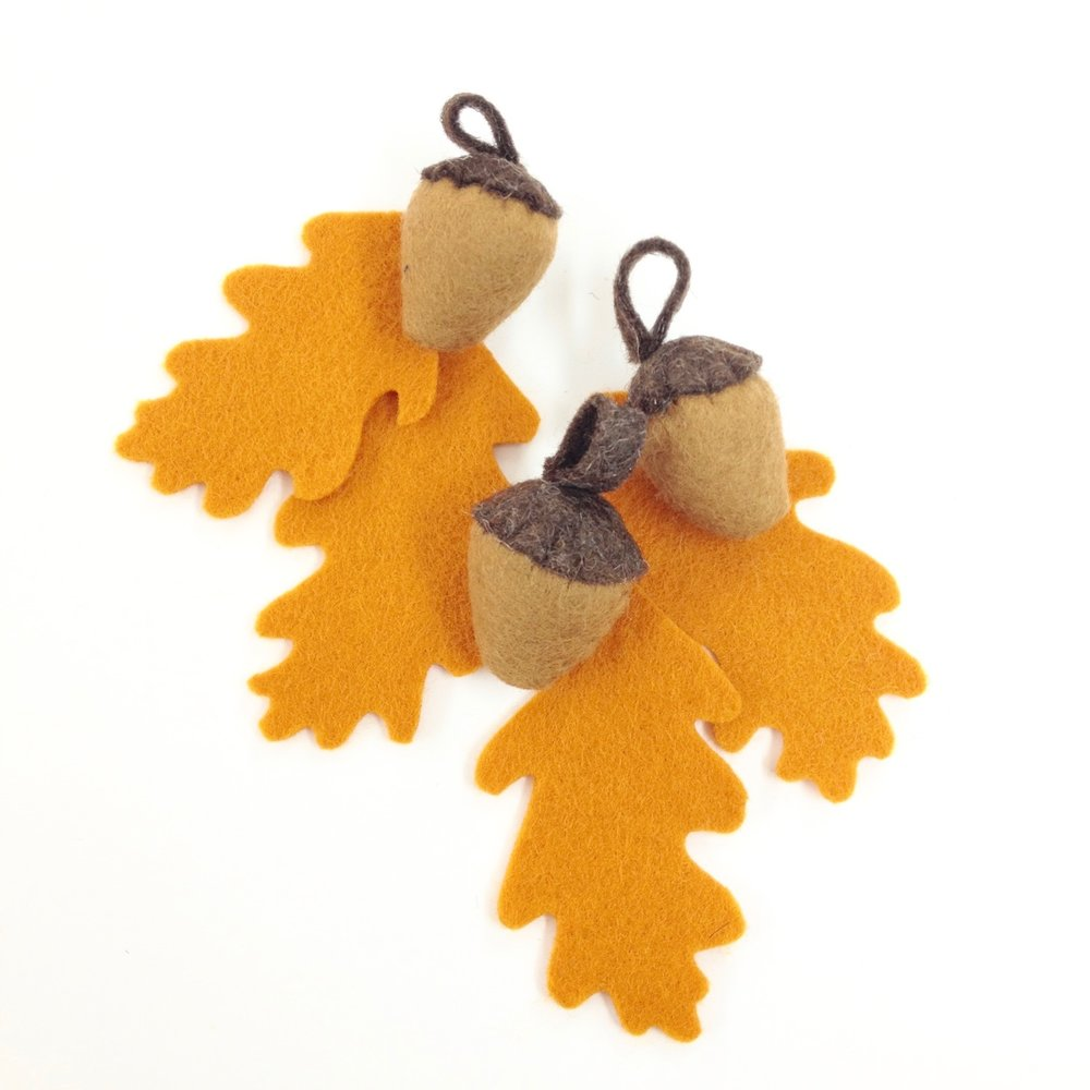 Autumn deco | DIY felt garland | felt acorns and oak leaves by Laura Mirjami | Mirjami Design