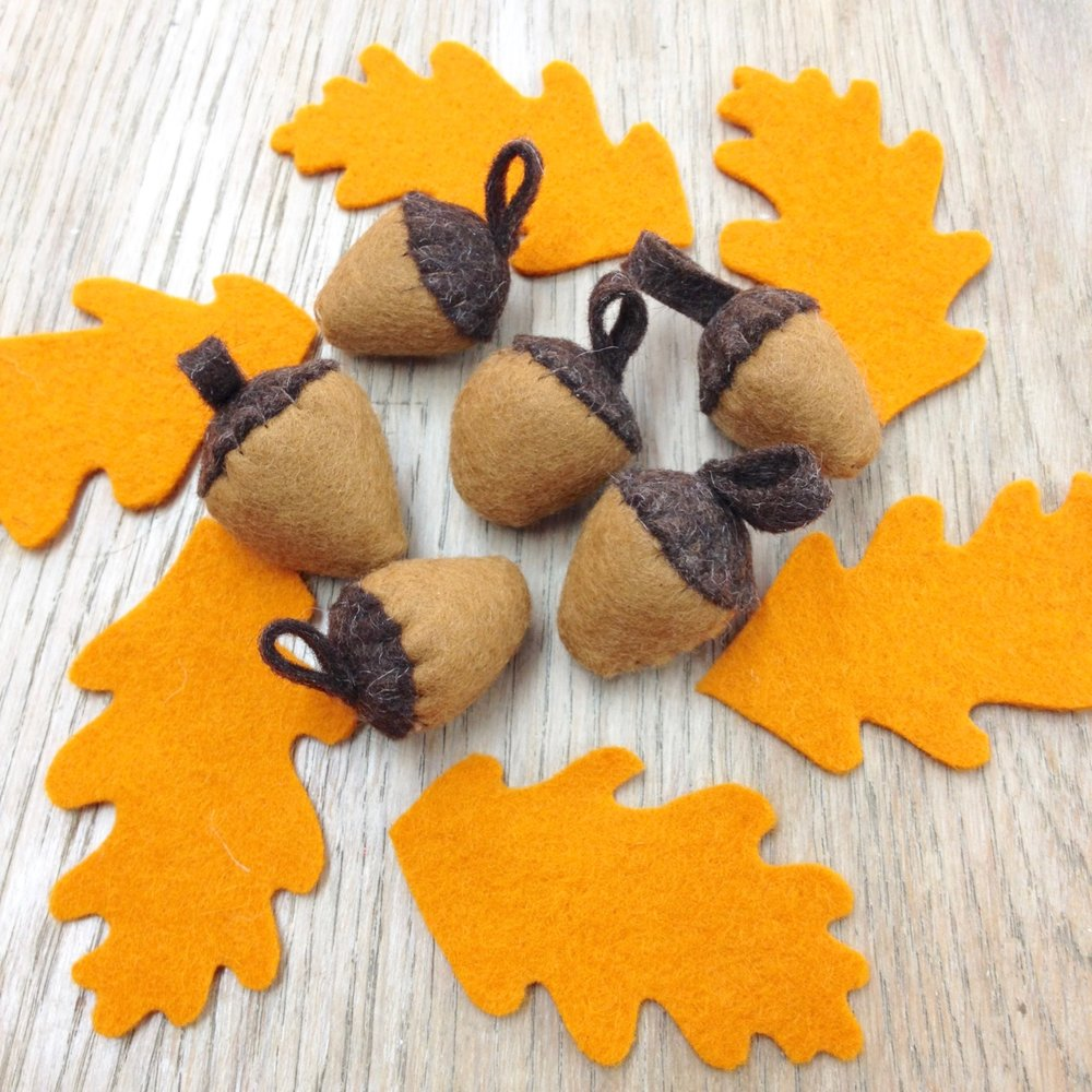 Wool felt acorns and oak leaves by Laura Mirjami | Mirjami Design