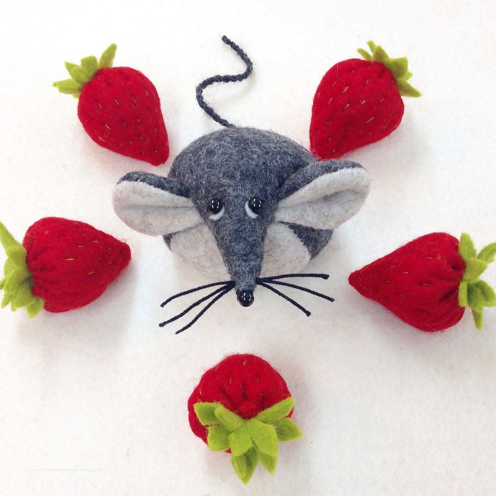 Bilberry Woods storybook character Mika the Mouse and felt strawberries by Laura Mirjami | Mirjami Design