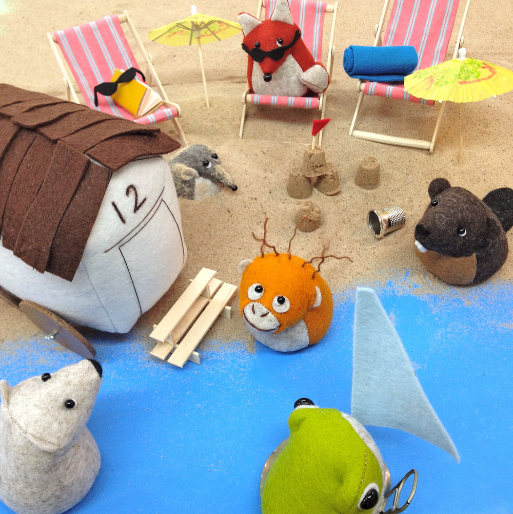 Bilberry Woods storybook characters having a lovely beach holiday by Laura Mirjami | Mirjami Design