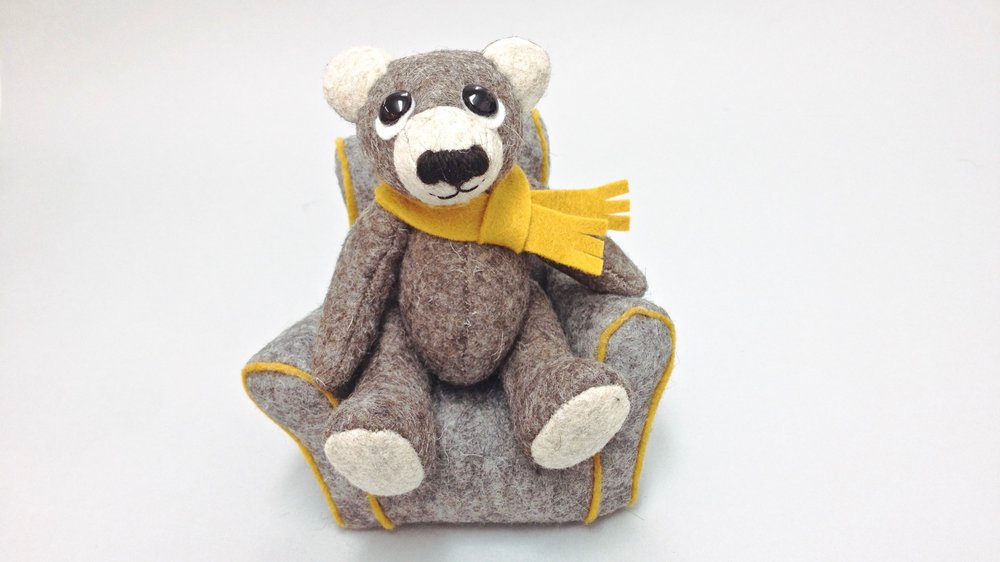 Artist teddy bears handmade from wool felt by Laura Mirjami | Mirjami Design.
