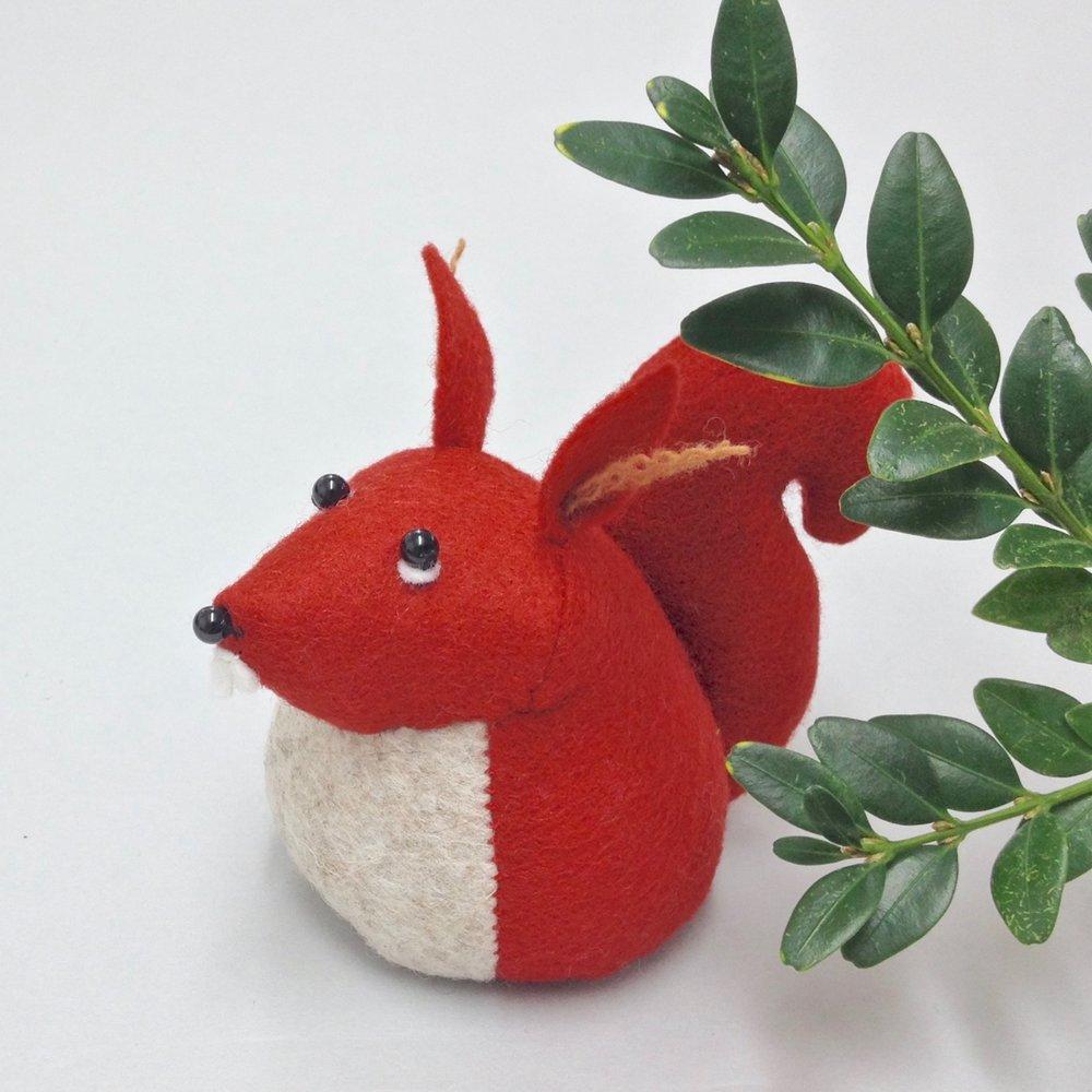 Hemingway the Squirrel wool felt Bilberry Woods character by Laura Mirjami