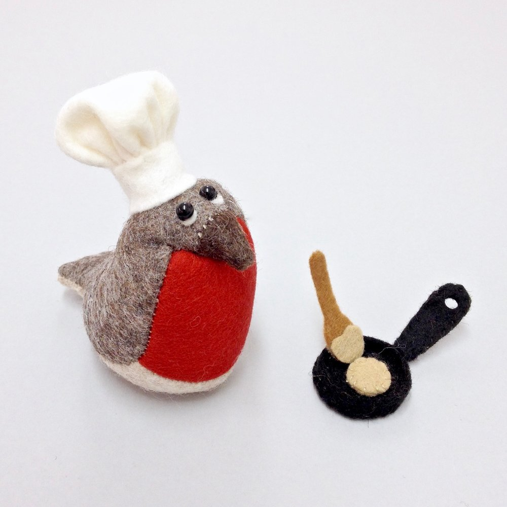Robin the Robin wool felt Bilberry Woods character by Laura Mirjami