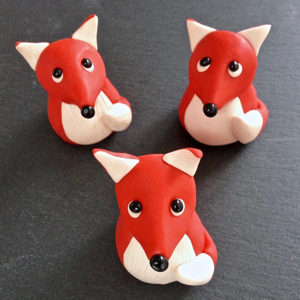 Handmade Fimo polymer clay fox figurines by Laura Mirjami