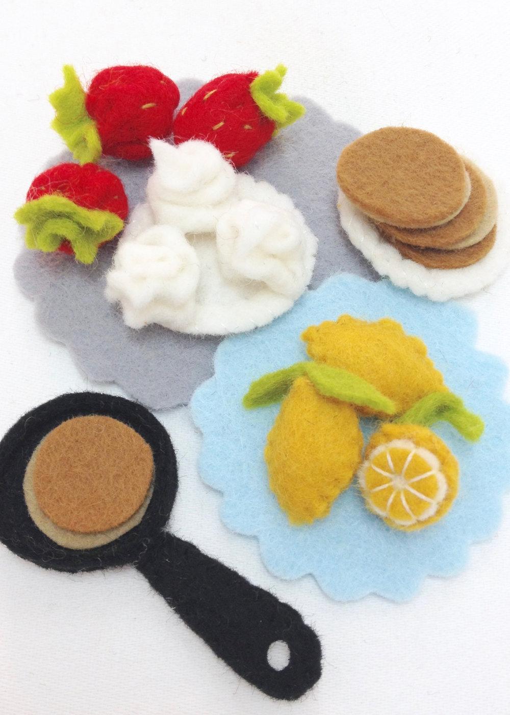 Felt play food miniature lemons | strawberries | pancakes handmade by Laura Mirjami