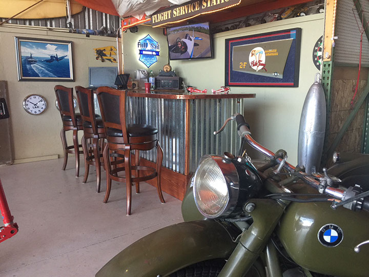 A vintage hangar pilot bar which is great fun for groups of 20- 30 persons to wait and socialize before and during biplane rides.