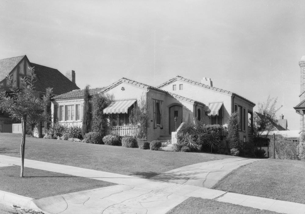 MacLean_house_on_hill_at_View_Park_View_ParkWindsor_Hills_CA_1928__Knollcrestimage_2.jpg