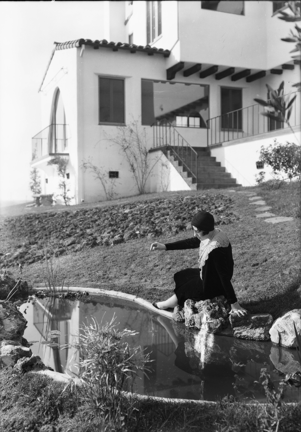 Shots_at_View_Park_Seville_home_Los_Angeles_CA_1930_image_4.jpg