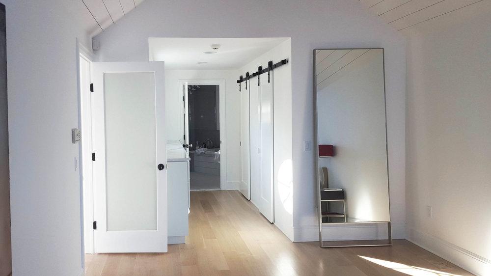 Stamford-on-the-water-stair-bedroom-barn-doors.jpg