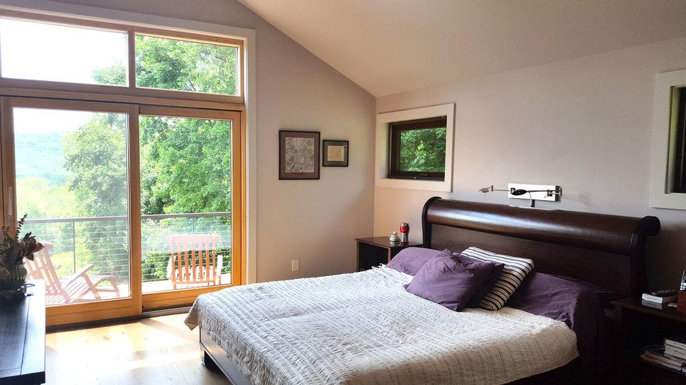 Modern-hillside-house-bedroom.jpg