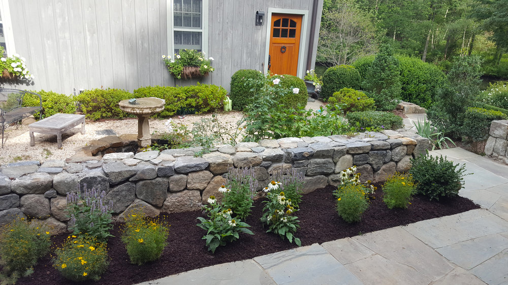 Ridgefield-carriage-house_courtyard-garden.jpg
