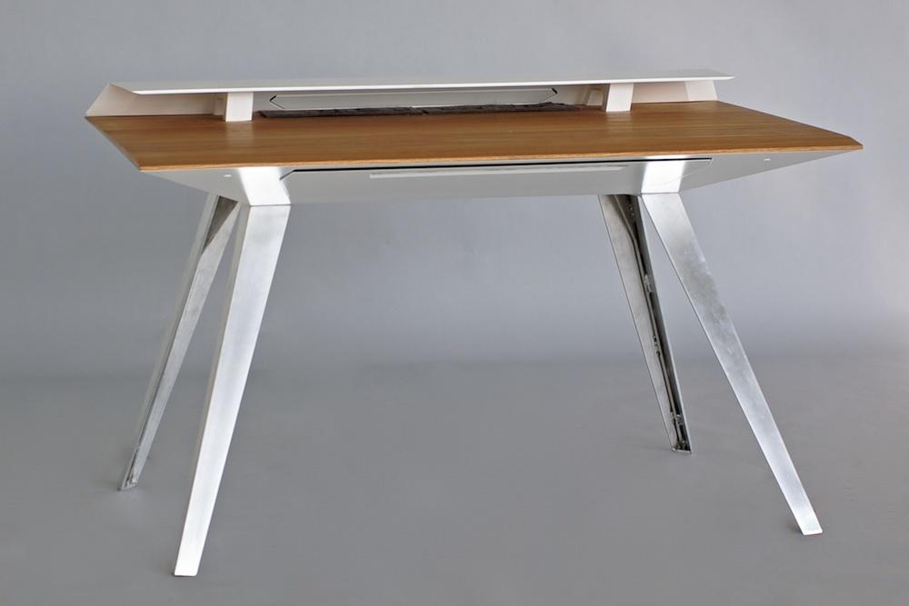 D117_Desk_front_1_1200.jpg