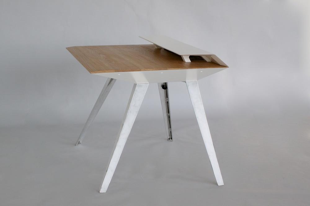 D117_Desk_side_1200.jpg