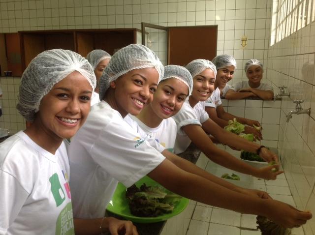 Higienização de hortaliças na aula prática