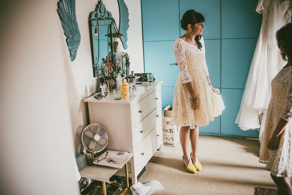 how-do-you-photograph-the-bridal-preparations-hampshire-photography-questions-10.jpg