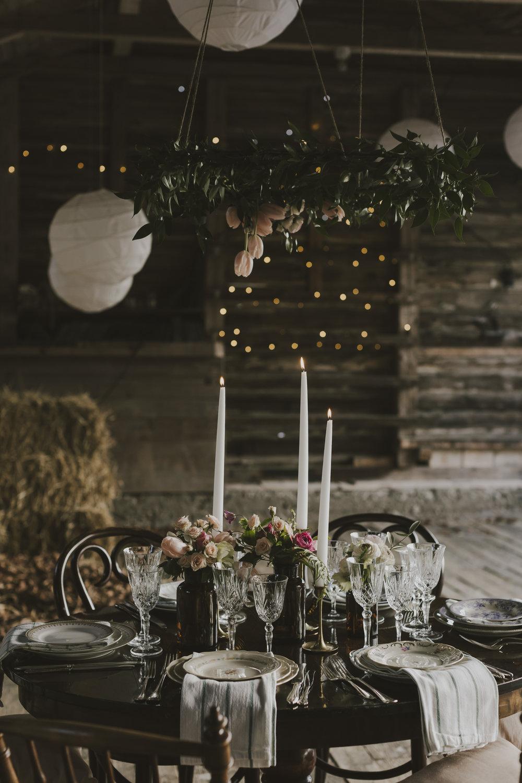 Häng en krans över bordet! Blommor: skillad floral design