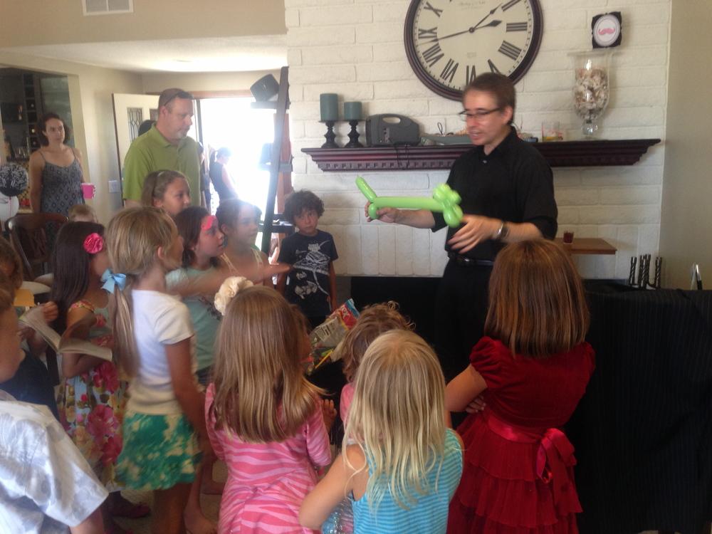 Kids love balloons!