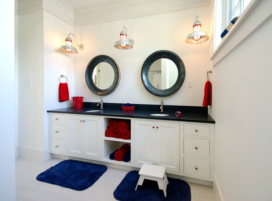 lots of white with pops of red and blue this bathroom is great for a minimalist who wants to show their american pride without going over the top - Red And White Bathroom