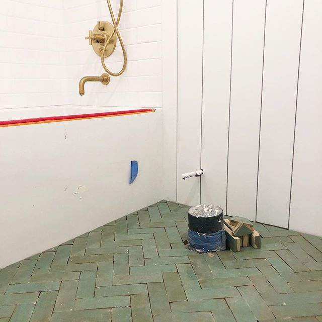 Currently obsessing over the  @zia_tile zellige tile we put in a clients guest bath. Green + brass 👌 now hurry and finish please. . . . . #losangeles #architecture #progresspic #interiordesign #handmade #zellige #ziatile #bathroomdesign #brass #shiplap