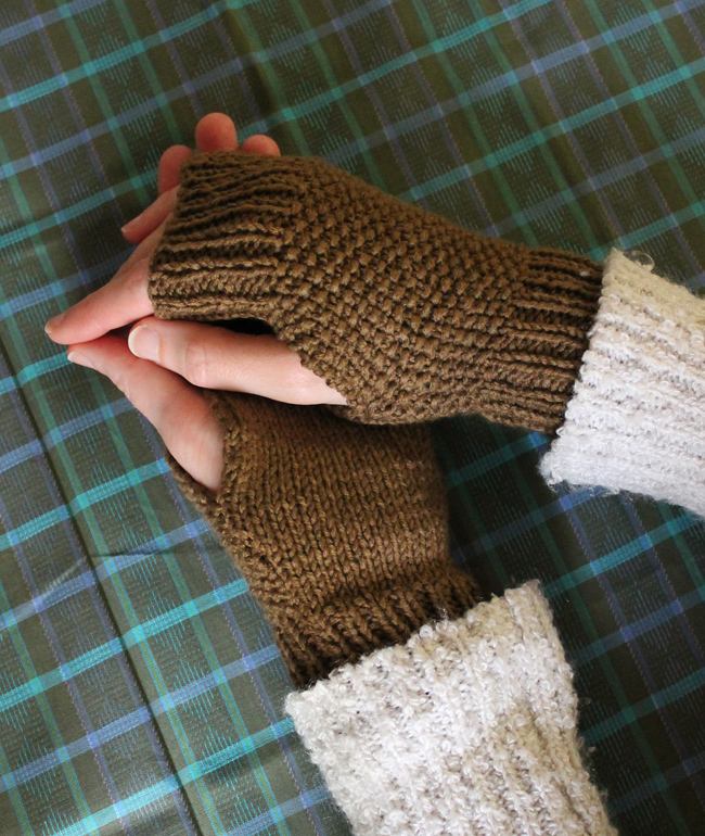 Free Knitting Pattern   Fingerless Knitted Mitts   Sew DIY