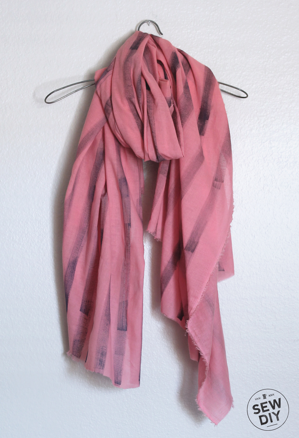 Diy tutorial painted scarf anthro knock off sew diy what do you think will you make yourself a painted scarf this spring or maybe one for mothers day i hope you enjoy the tutorial solutioingenieria Images