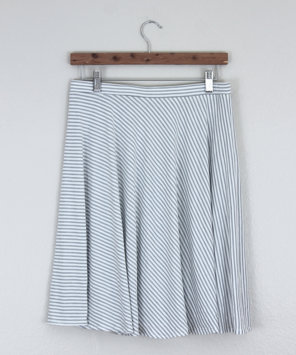 Diy striped knit circle skirt sew diy for the pattern i consulted by hand londons circle skirt app it was super easy and fun to use you just select the fullness length and waist dimensions bankloansurffo Image collections