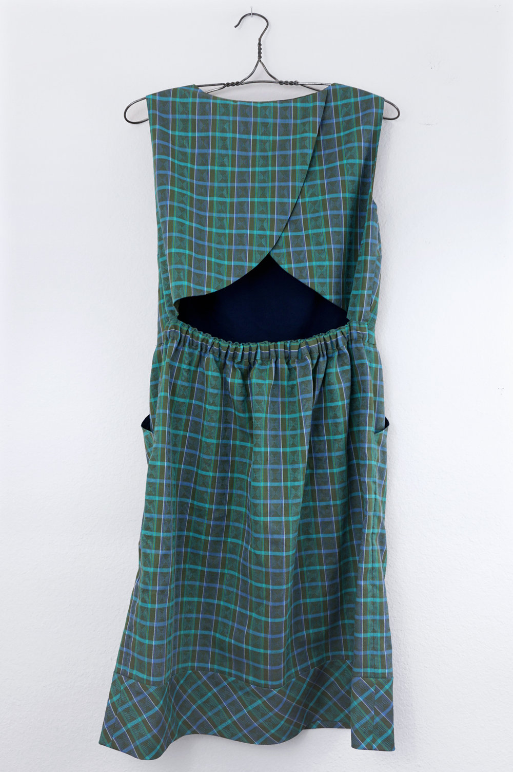 Plaid Cross Back Dress, review of sewing pattern Butterick B6351 | Sew DIY