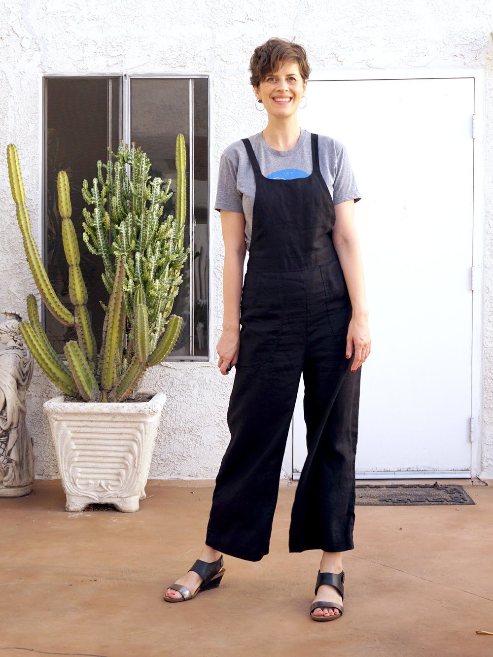 DIY Black Linen Overalls – A review of the Burnside Bibs pattern by Sew House 7 | Sew DIY