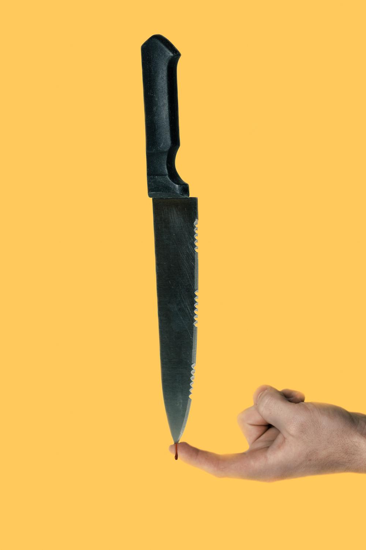 knifefinger.jpg