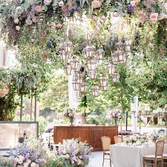 A warm and familiar atmosphere for a real classy wedding at @ilborro Photos repost @adovasio_photography Wedding planner @exclusiveitalyweddings Venue @ilborro Floral designer @tuscanyflowers