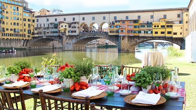 A stunning surprise in the beautiful City of Florence, Società Canottieri is the perfect location for your welcome dinner. Thank you @valentinaboyer77  and your team. *Wedding planner @vbevents *Floral designer @tuscanyflowers #tuscanywedding #luxurywedding #weddingflowers #weddingdetails #florencewedding