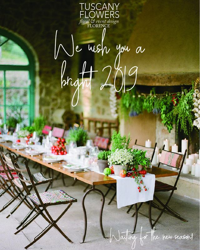 Can't wait to start the new event season! Wish you all a  great 2019!!🍀 Thank you so much @gregfinck for the wonderful photo!  #2019 #tuscanyflowers #luxurywedding #gettingmarriedintuscany