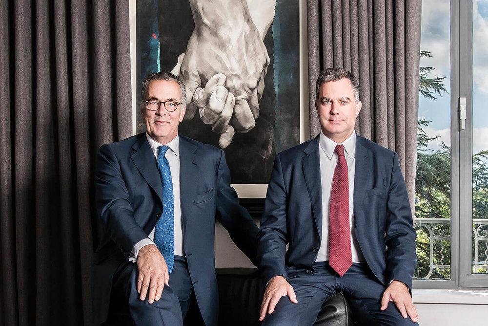 Portrait officiel des frères Esteve, PDG de la Banque Heritage à Genève.