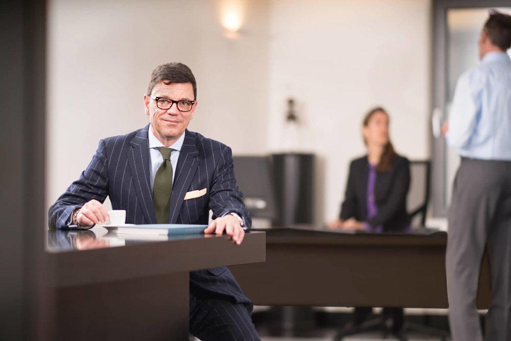 Corporate Portrait de Adrian Vogel, PDG de Heritage Partners, au bureau de Genève où il est s'occupe des clients UHNWI de banque privée et de gestion d'actifs.
