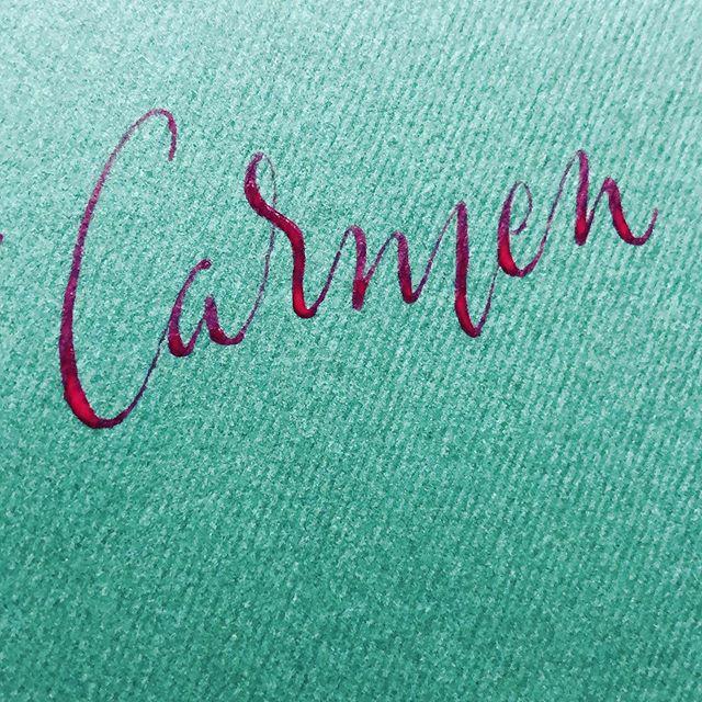 Carmen con gouache. #calligraphy #caligrafia #handmade #hechoamano #gouache #caligrafiaconarte