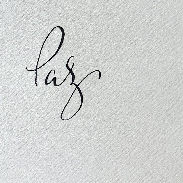 PAZ. Qué bonita palabra. #paz #caligrafia #calligraphy #caligrafiaconarte #invitaciones #detallesquemarcanladiferencia