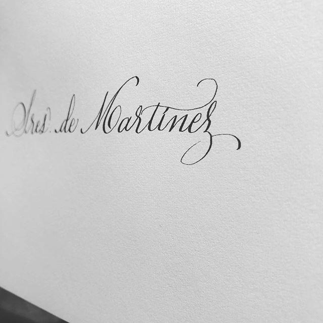 Sres. de Martínez. Caligrafiado. Sin más que añadir. Elegancia en estado puro. #invitacionesdeboda #caligrafia #detallesquemarcanladiferencia #caligrafiaconarte #calligraphy #copperplate
