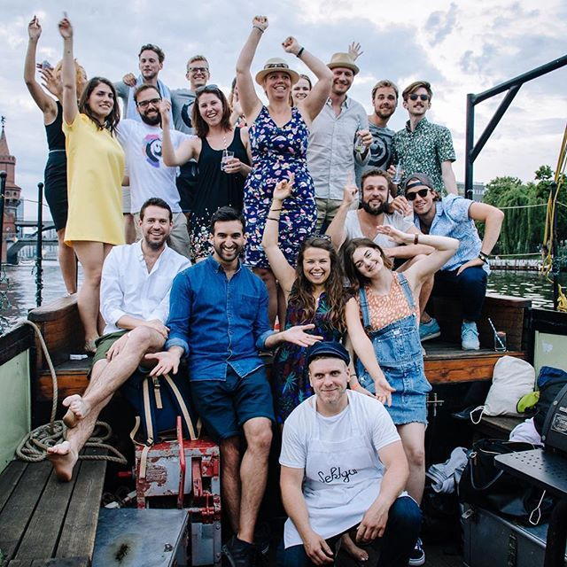 Another great #boattrip with an awesome crowd. Thanks for having me! If you also wanna drink some delicious #cocktails while #dancing into the #sunset you should call me NOW :) #sektontheriver #sektgar #boatlove #visitberlin
