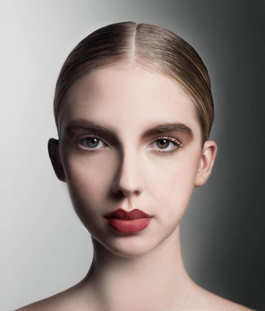 AlbeeFranson_Makeup_Beauty_Editorial_TorkilGudnason_BigEyes_Redlipstick_MatteRedLips_naturalmakeup.jpg
