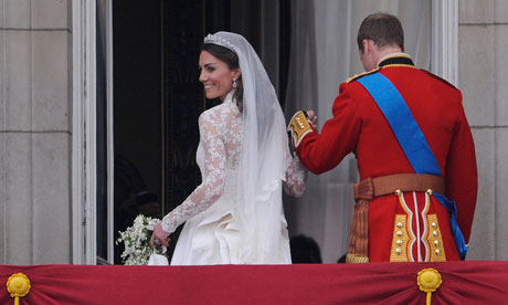 Kate-Middleton-looks-back-008-resized-600.png