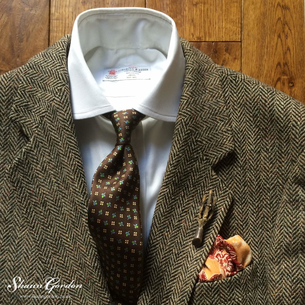 If you're looking for something a little bit more playful, the Franklin tie would be the perfect one to go for. As the deep brown colour adds a complimentary contrast, while the floral pattern gives a dash of panache to the entire look. Also noting, the subtle sheen from the silk tie, gives more visual interest to the wearer.