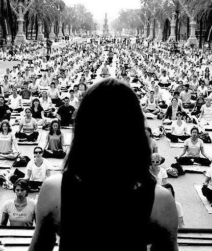 This is Lauren teaching thousands in Barcelona. In espanol.