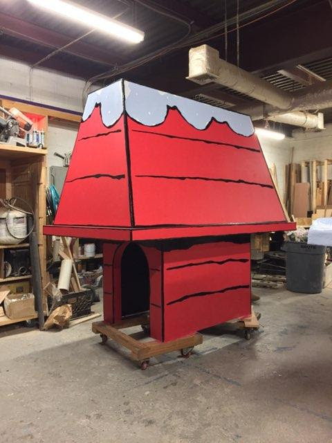 LIFE SIZE SNOOPY HOUSES